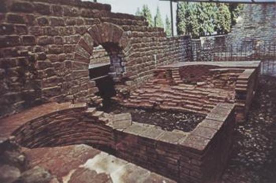 etruscan-pool
