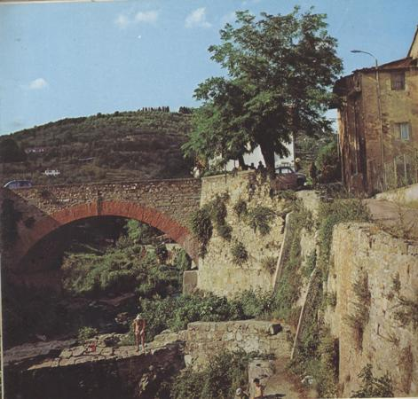 etruscan-walls-and-bridge